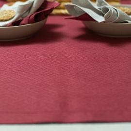 Sølv Rhomb Damask Dug, Bourgognerød Bordløber og Grå og Bourgognerøde Servietter